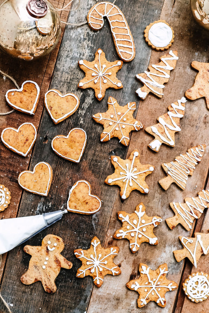 iced spiced biscuits